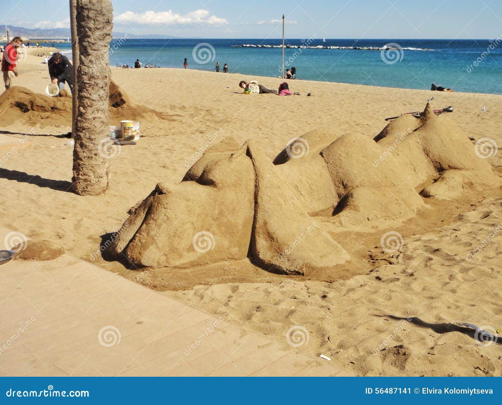Sculpture en sable sur la plage de Barceloneta l espagne
