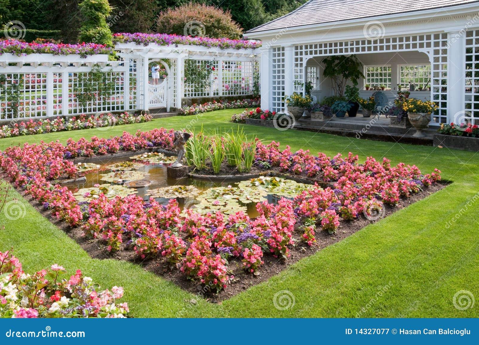 Sculpture et fontaine aux jardins de Butchart