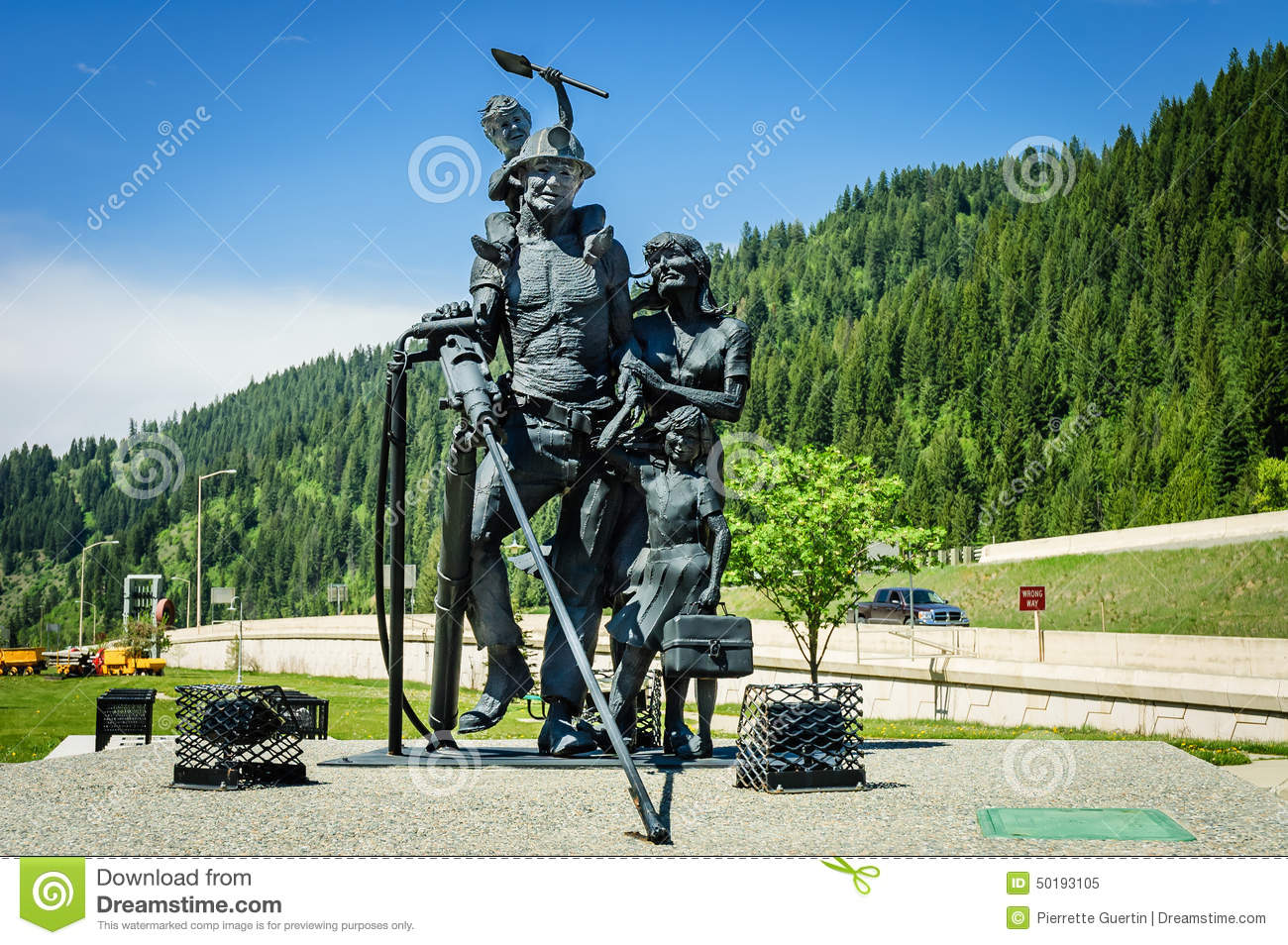 Exhibition D Vector : Sculpture of miners family stock image miner