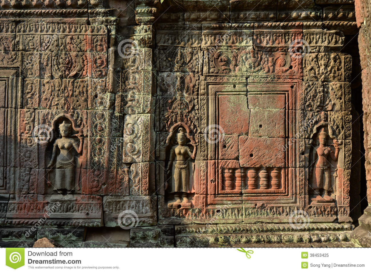 Sculptures at angkor wat royalty free stock photo image