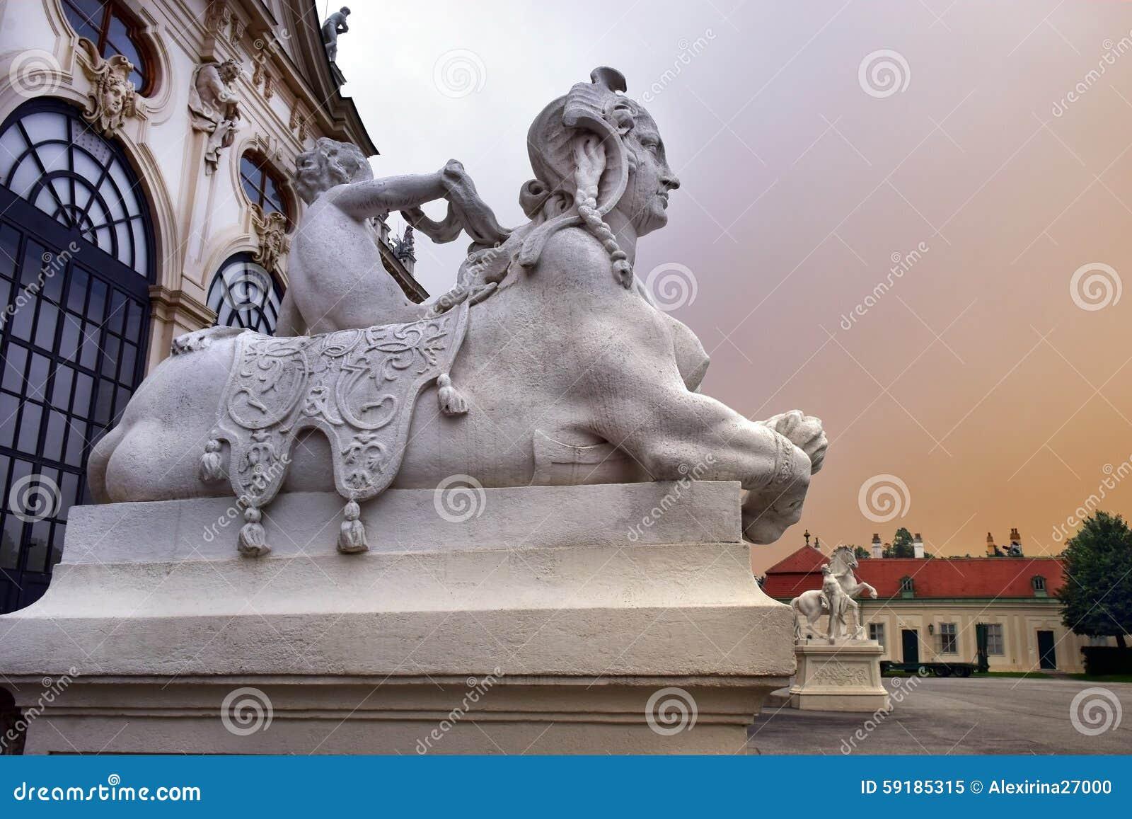 Sculptures au palais de belvédère d entrée, Vienne, Autriche