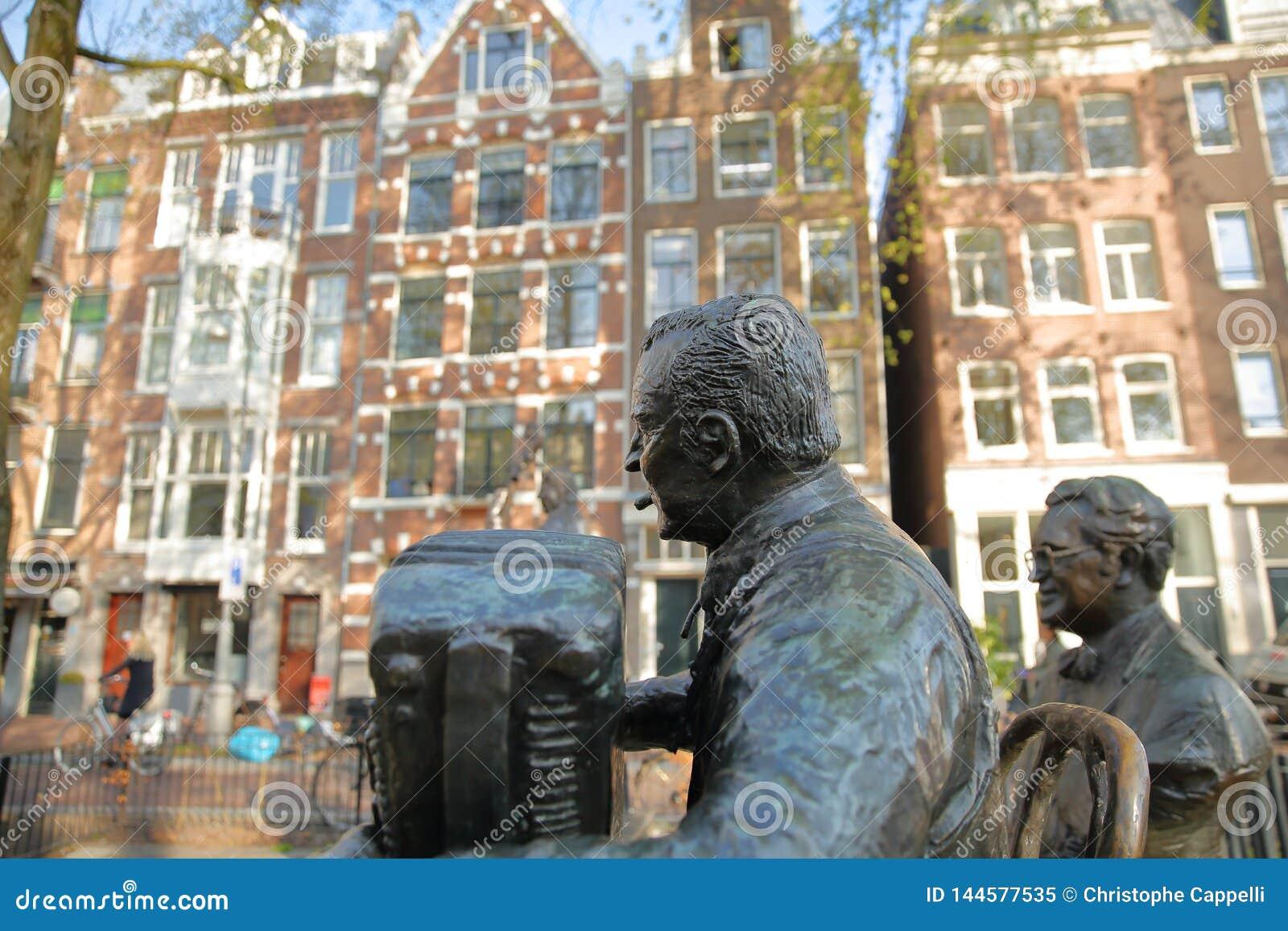 Sculptures en bronze des musiciens et des chanteurs néerlandais célèbres, situées sur Elandsgracht près de canal de Prinseng