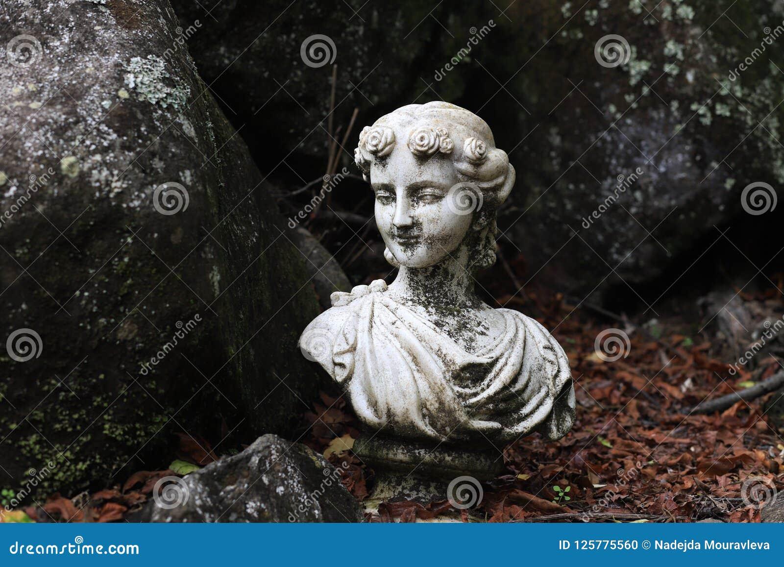 Scultura del giardino Busto della dea del greco antico