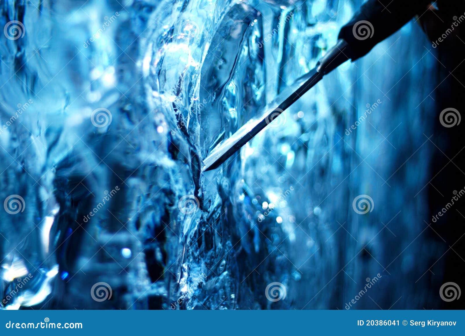 Scultura di ghiaccio e dello scalpello