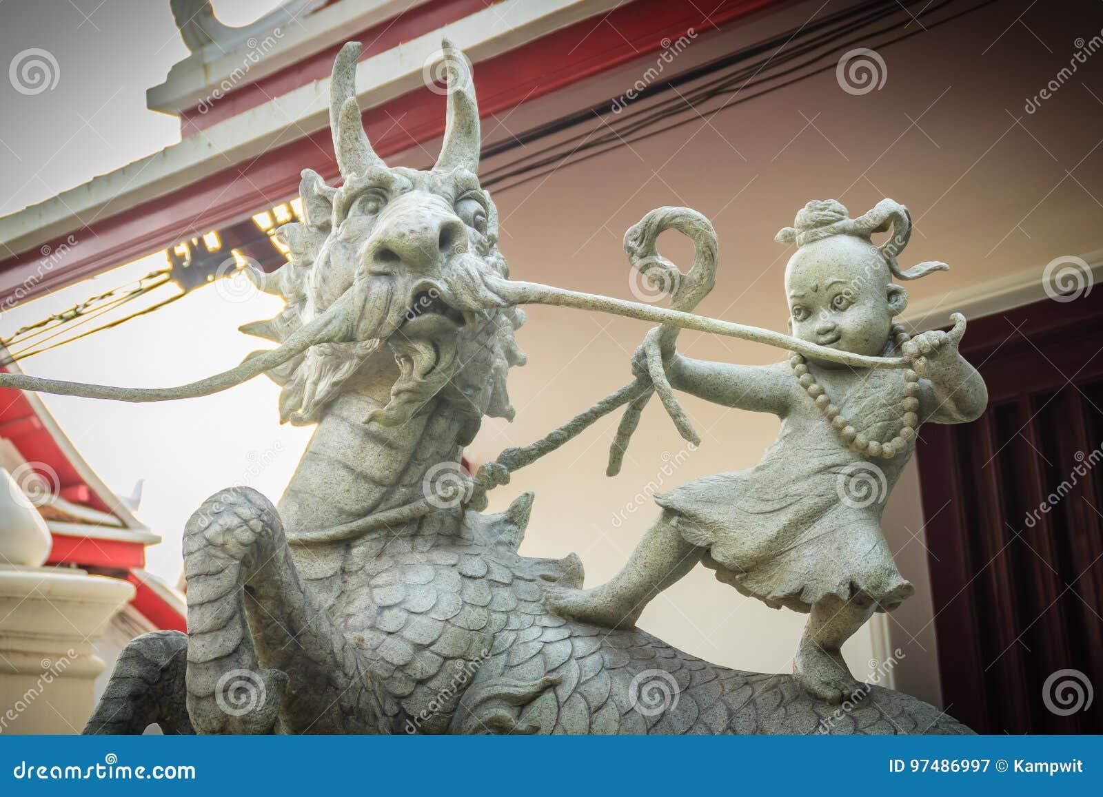 Scultura di Sudsakhon Ninmangkon nominato cavallo da equitazione Sudsakhon