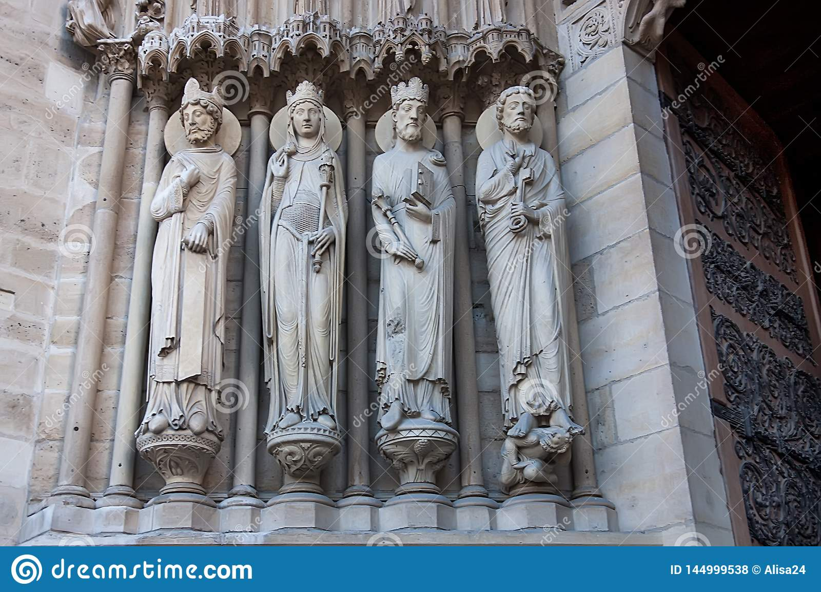 Scultura esteriore sulla chiesa di Notre Dame de Paris