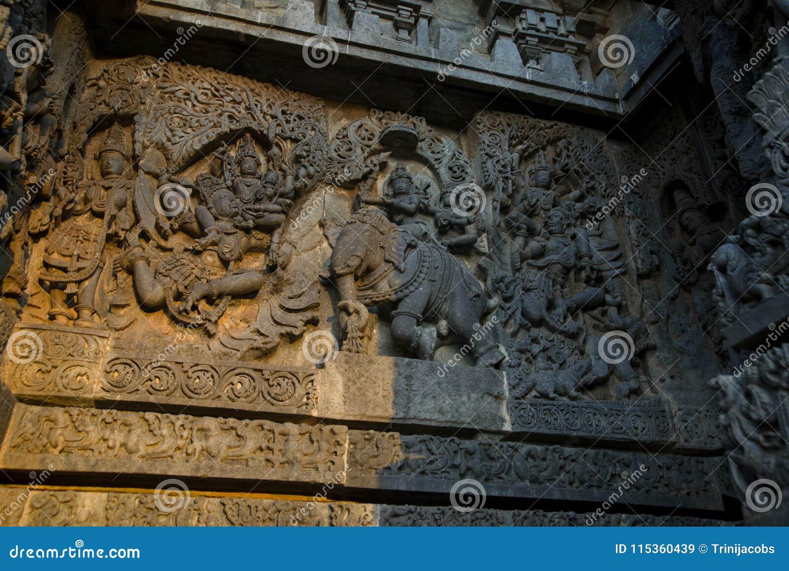 Pareti Esterne Illuminate : Sculture e fregi sulle pareti esterne del tempio di hoysaleswara a