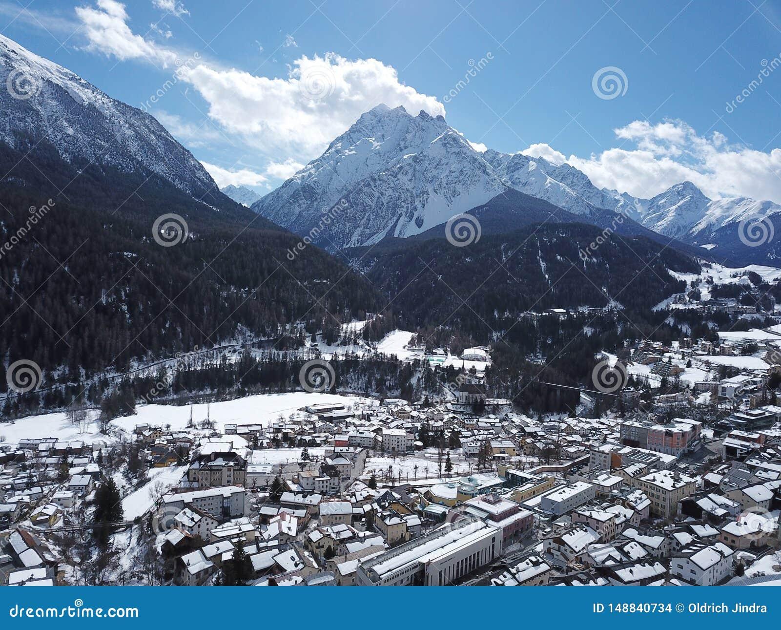 Scuol von den Himmeln - GraubÃ-¼ nden