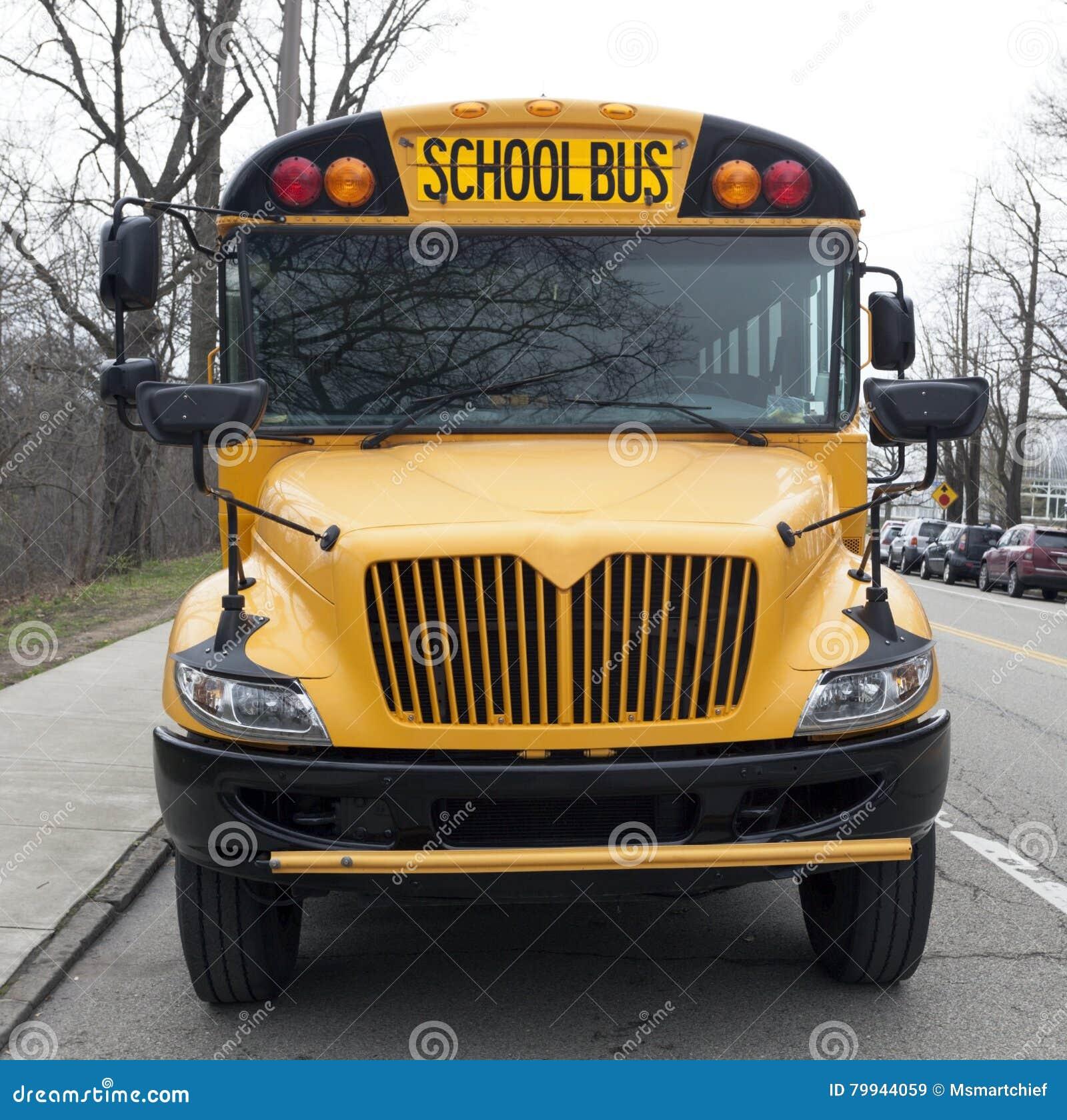 Scuolabus parcheggiato