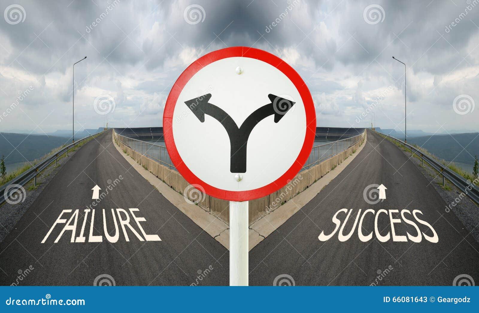 Señal de tráfico del empalme de bifurcación con los cruces spliting de dos maneras,