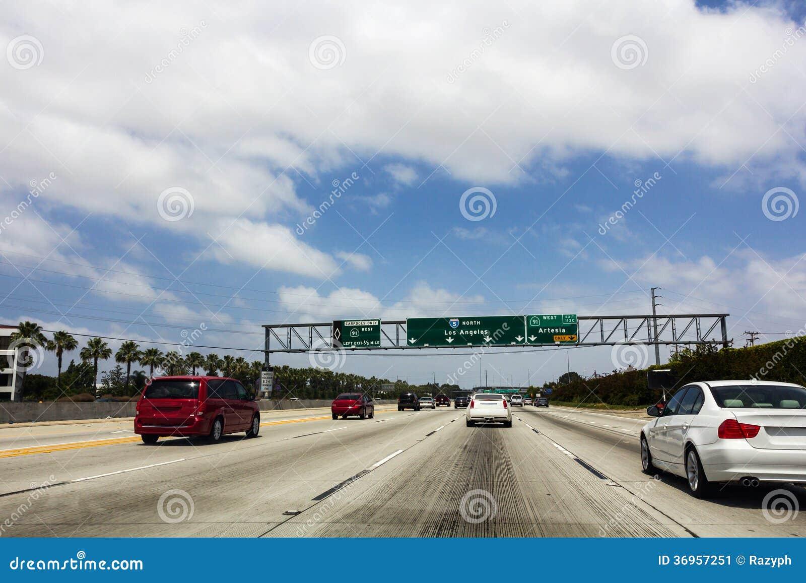 Señales de tráfico en la carretera del norte I5