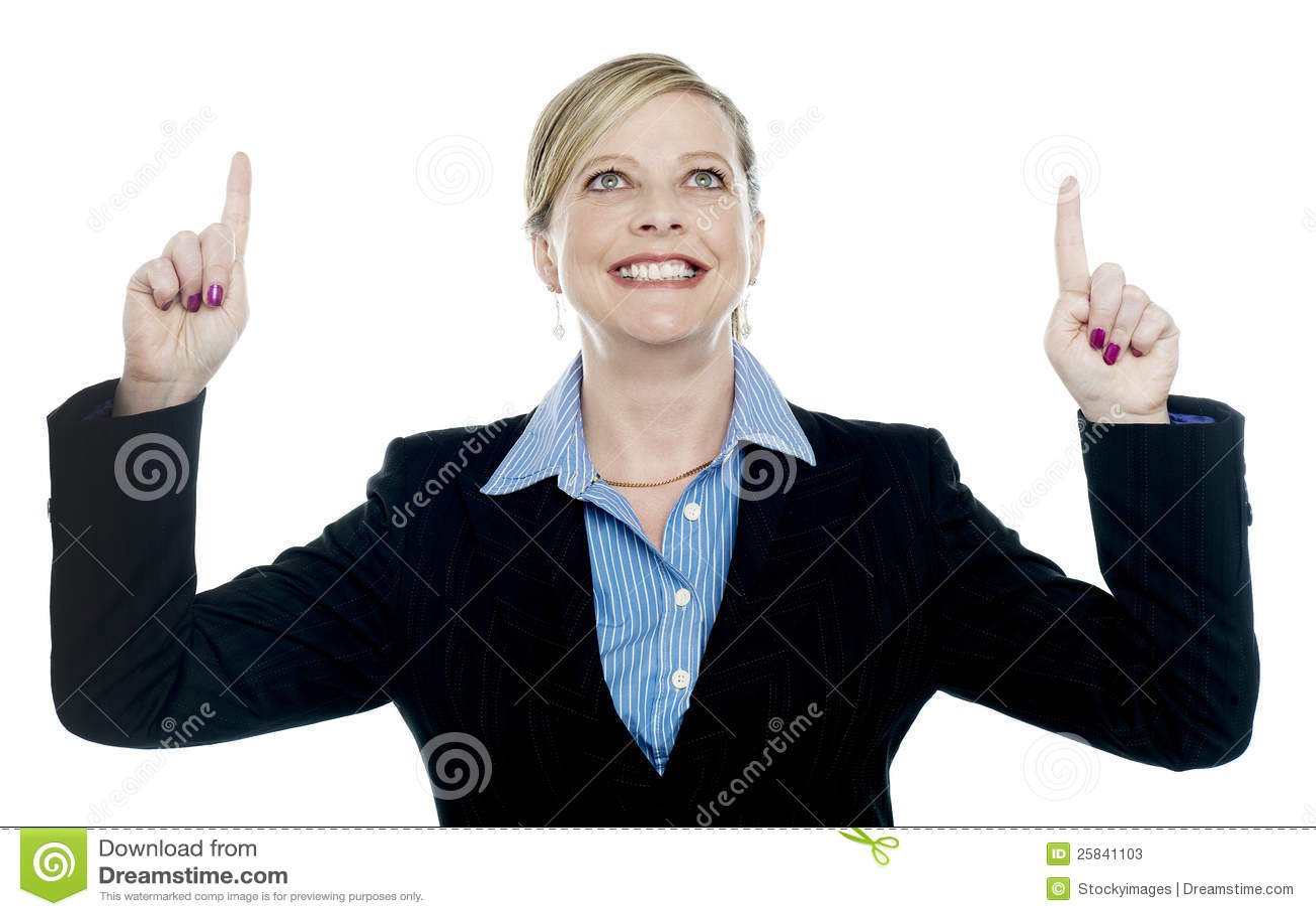 Señora corporativa que señala hacia arriba con ambas manos