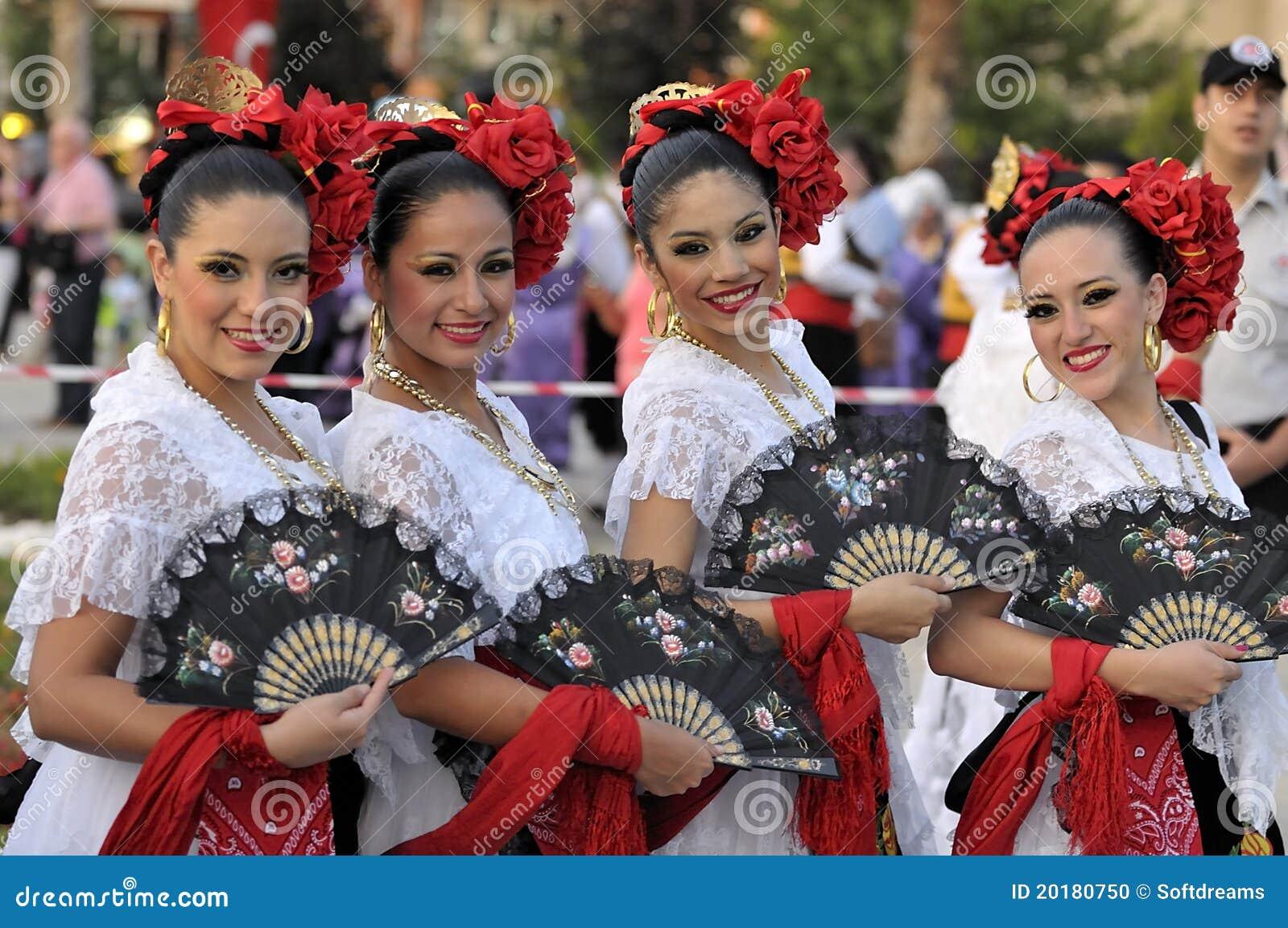 Señoras jovenes de México, bailarines del folklore