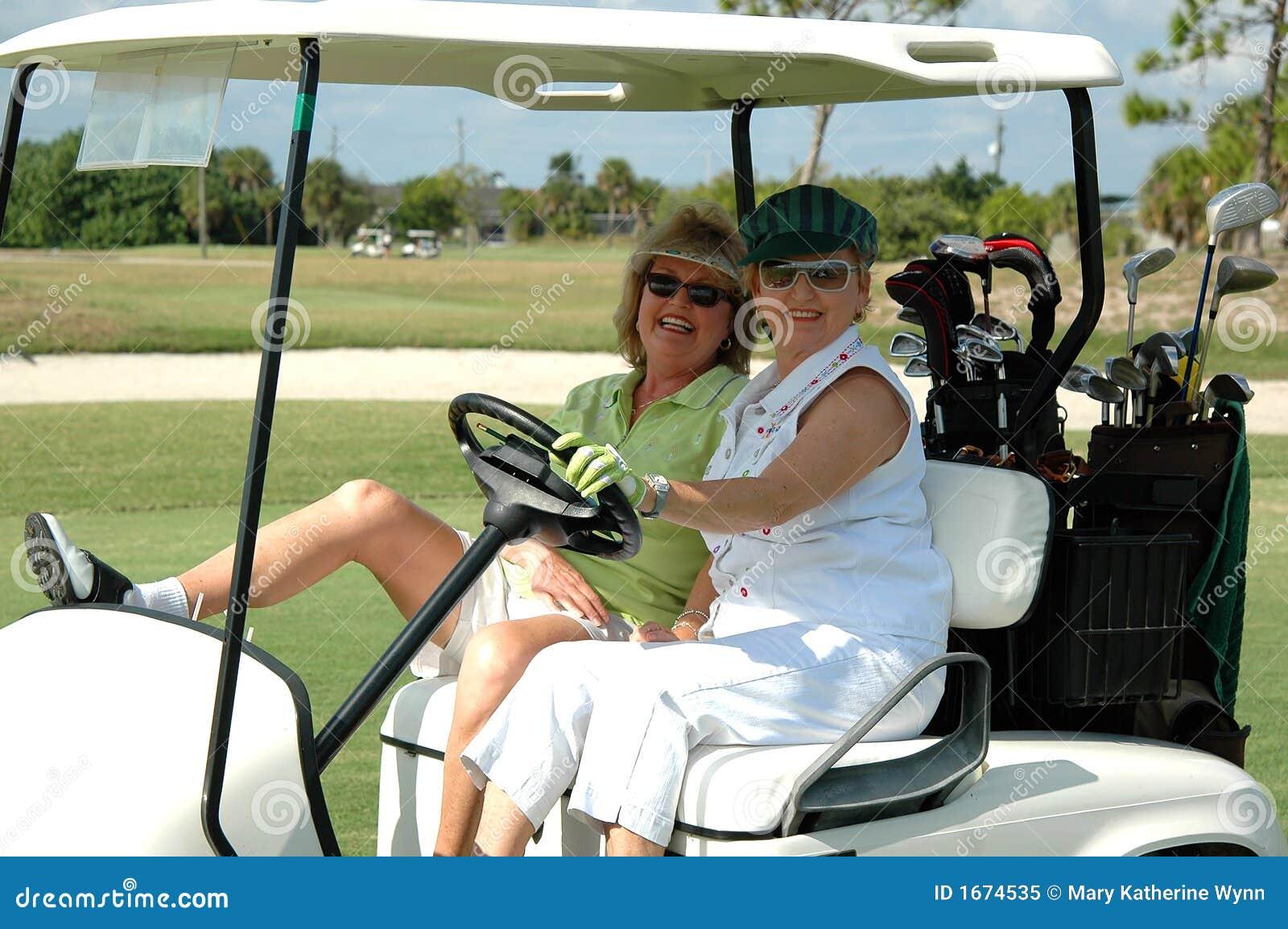 Se 241 Oras Mayores En Carro De Golf Imagen De Archivo