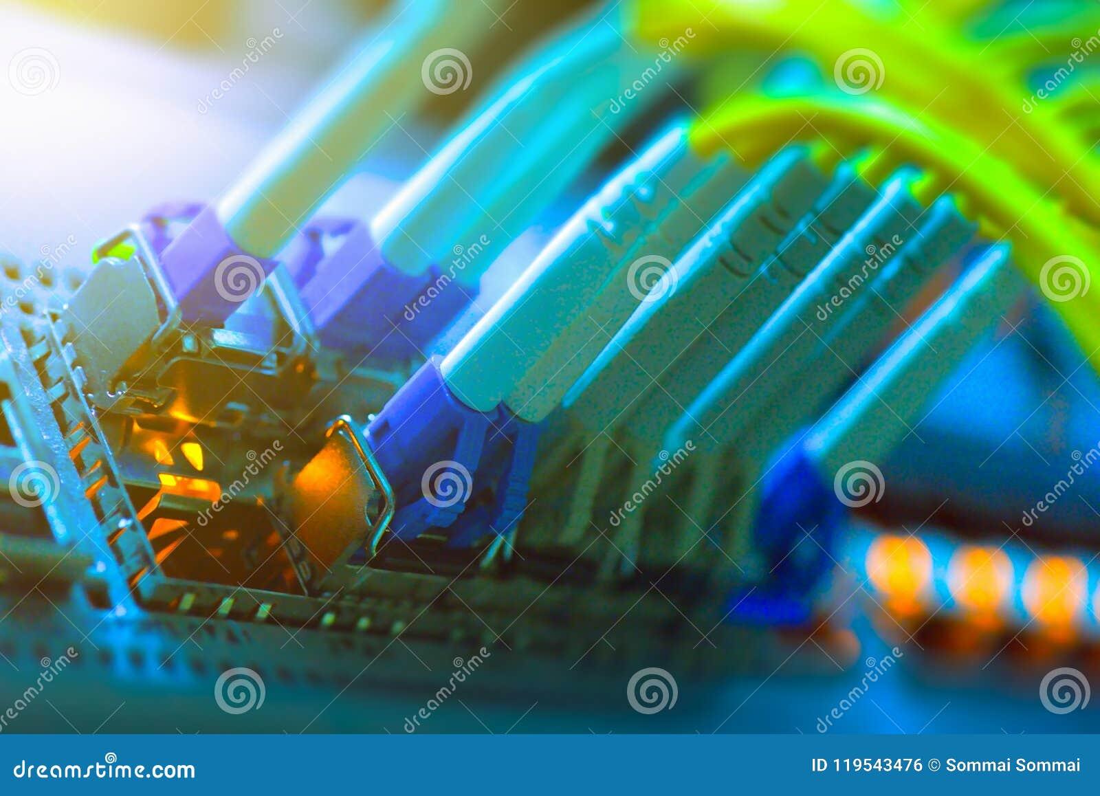 Se relier optique de fibre sur le swtich de réseau de noyau