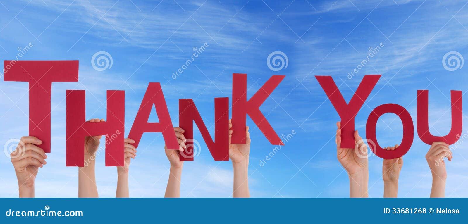 Se tenir de personnes vous remercient dans le ciel