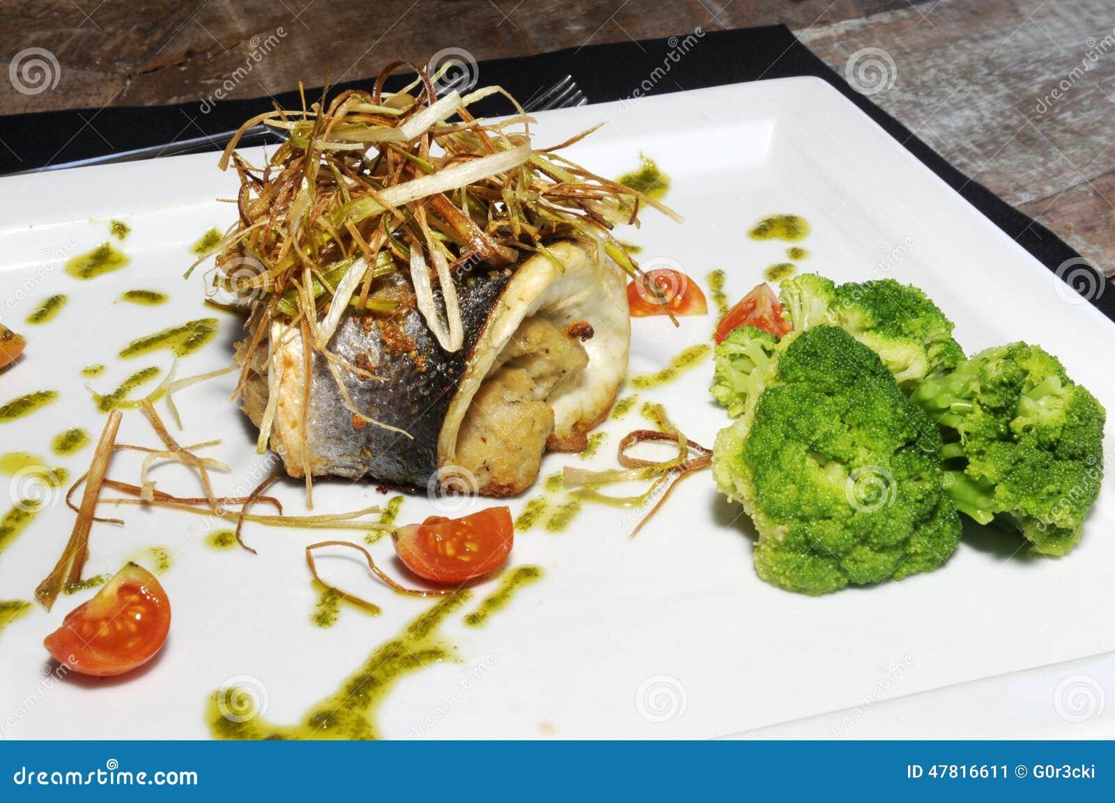 Sea bass fish tomato and broccoli diet food stock photo for Fish and broccoli diet
