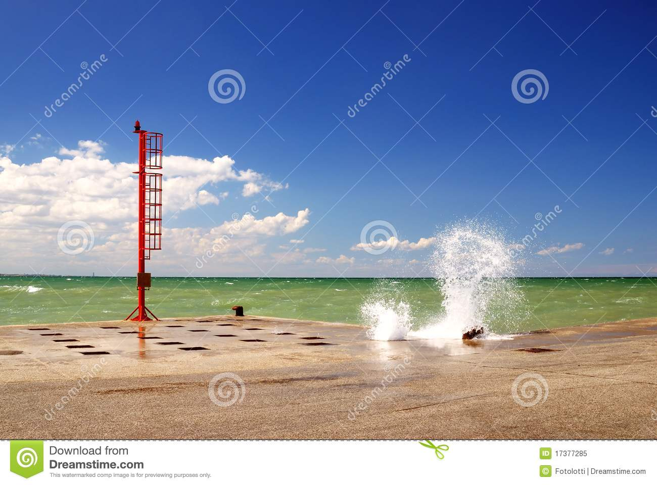 Sea And Dock Royalty Free Stock Photo