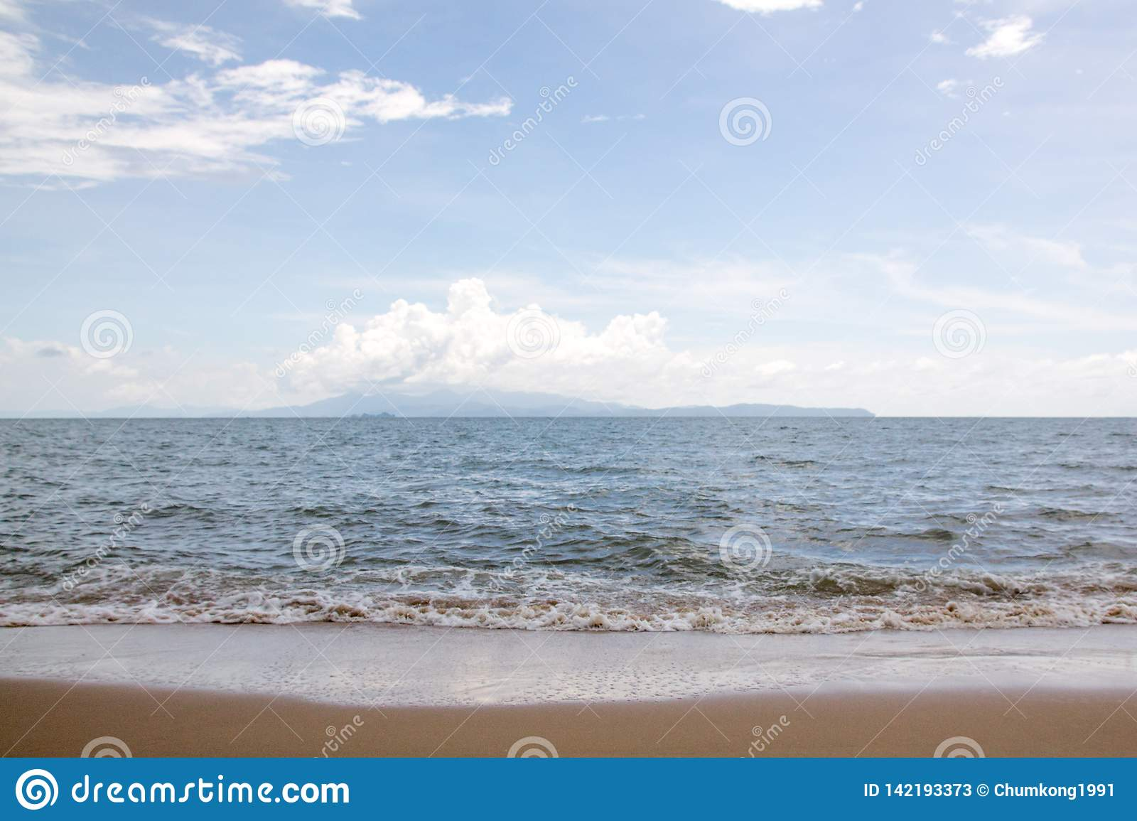Sea with sky in summer.