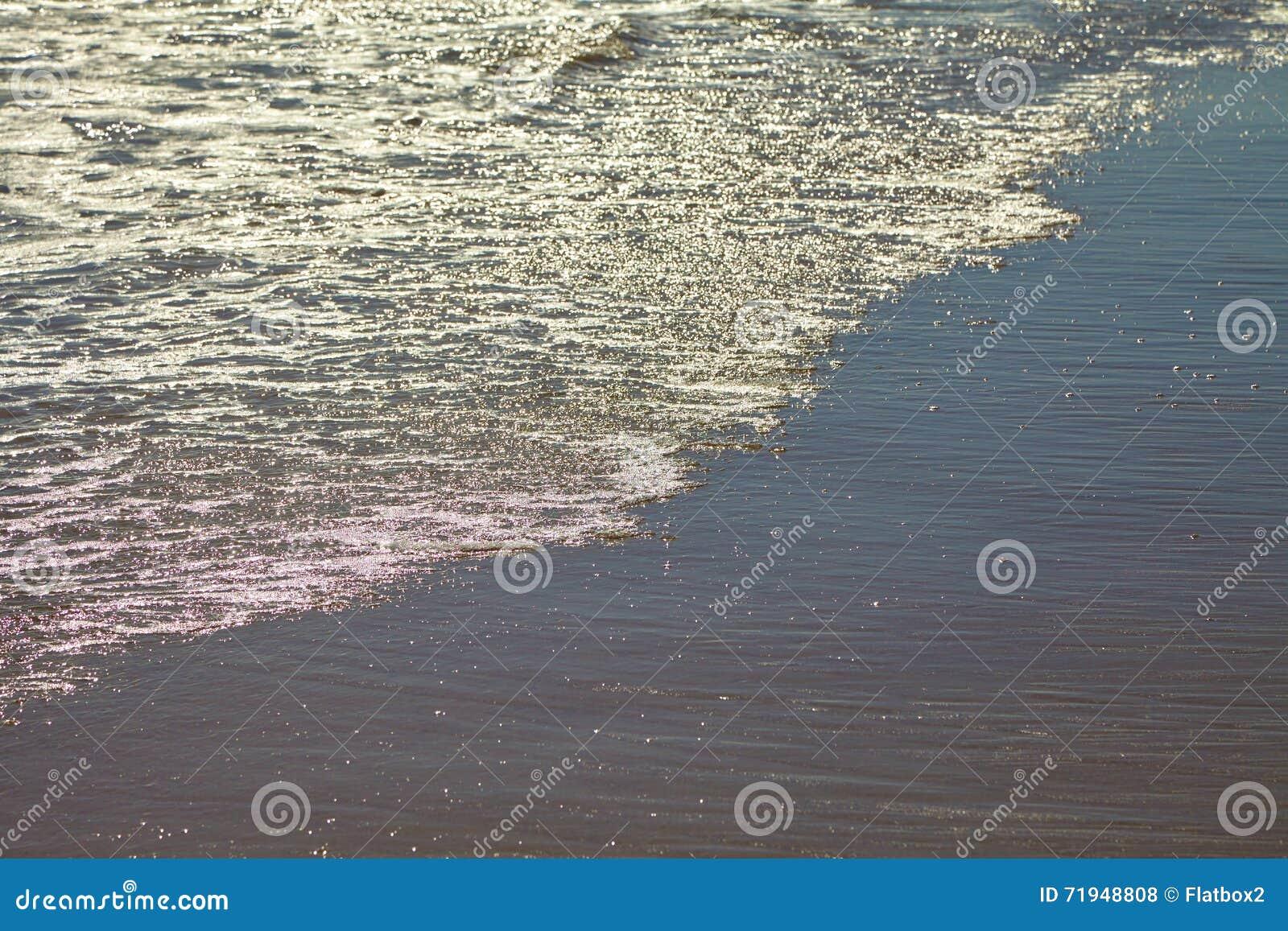 Seafoam на песчаном пляже