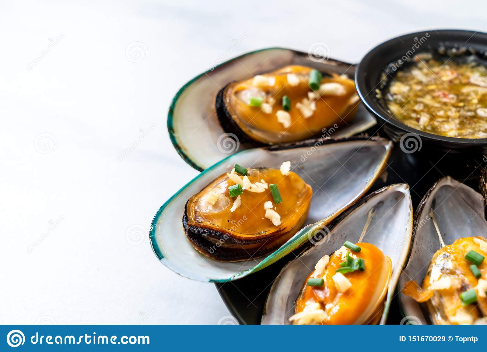 mussels with lemon and garlic