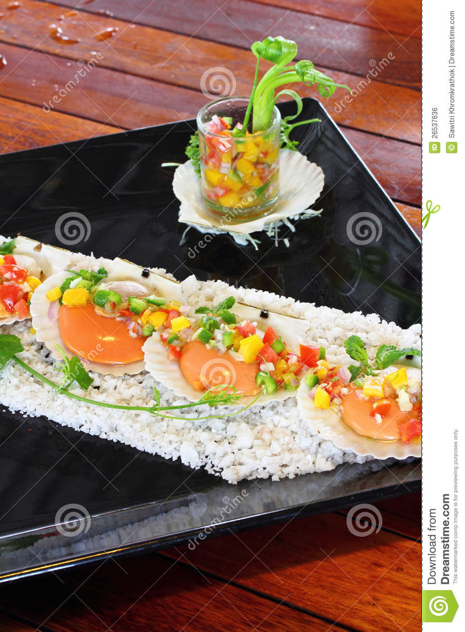 Seared Scallops With Tropical Salsa Royalty Free Stock Image - Image ...