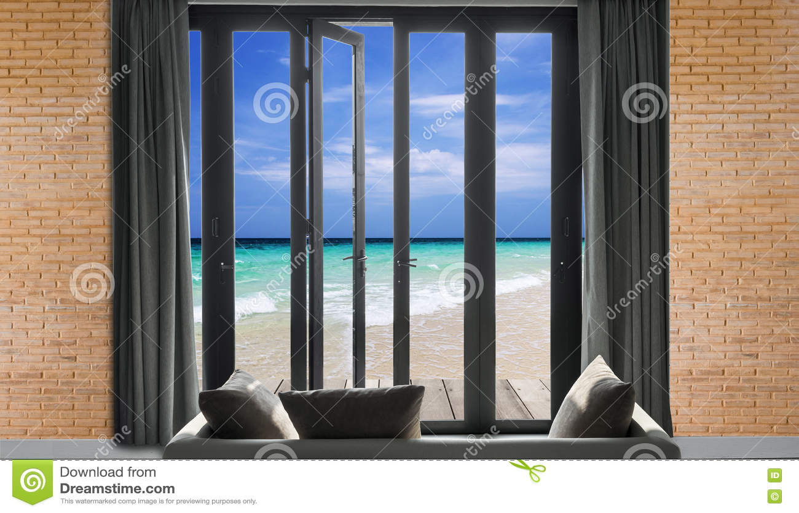 Seascape άποψης όμορφη τροπική παραλία και θάλασσα και ουρανός μπλε ουρανού,