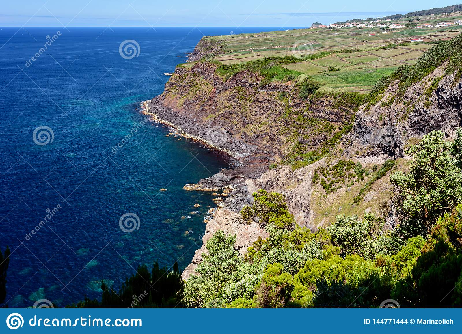 Seascape med klippan i terceria