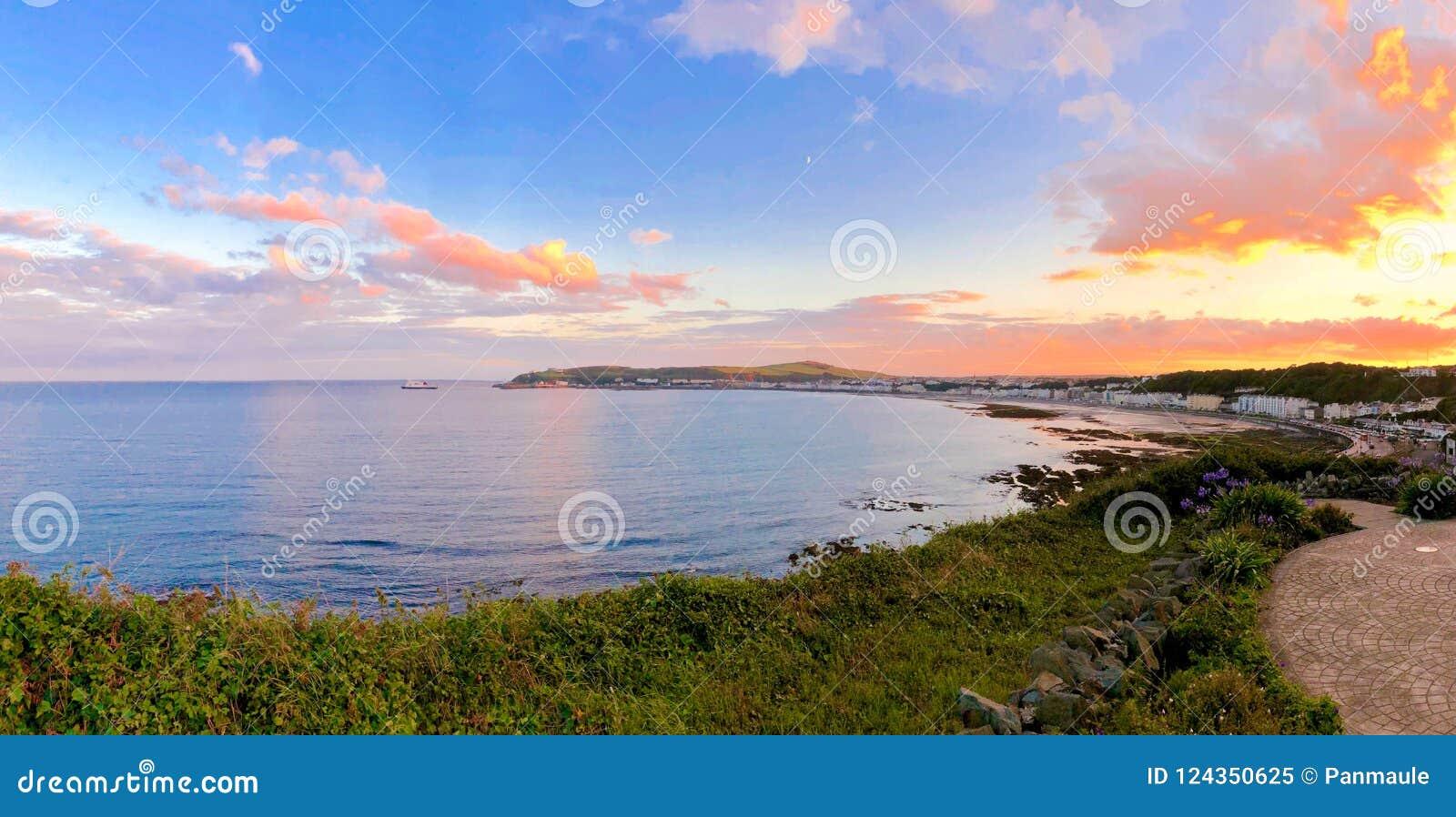 Seat, das Douglas Bay Isle des Mannes übersieht
