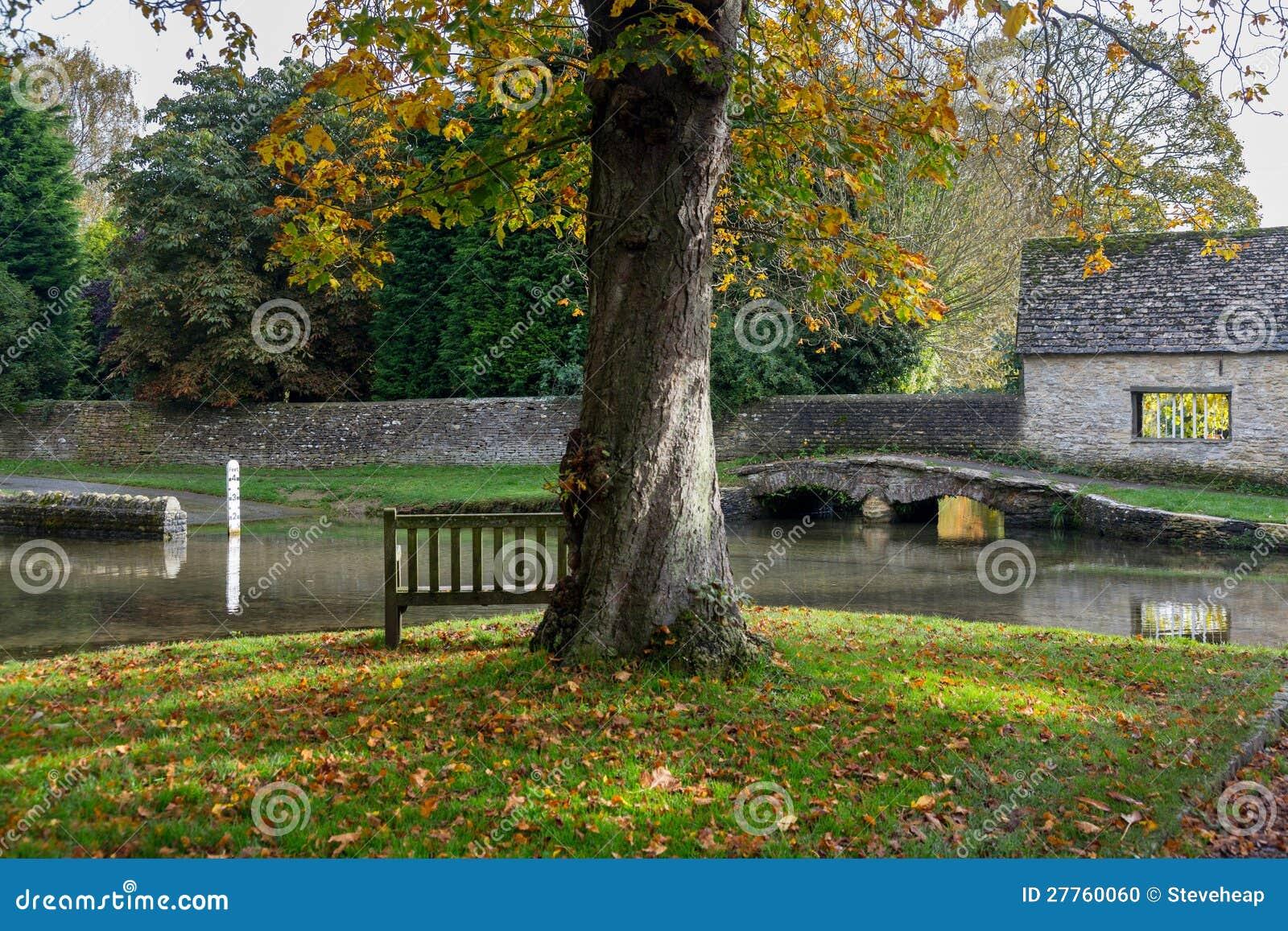 Seat donnant sur le gué profond dans Shilton Oxford