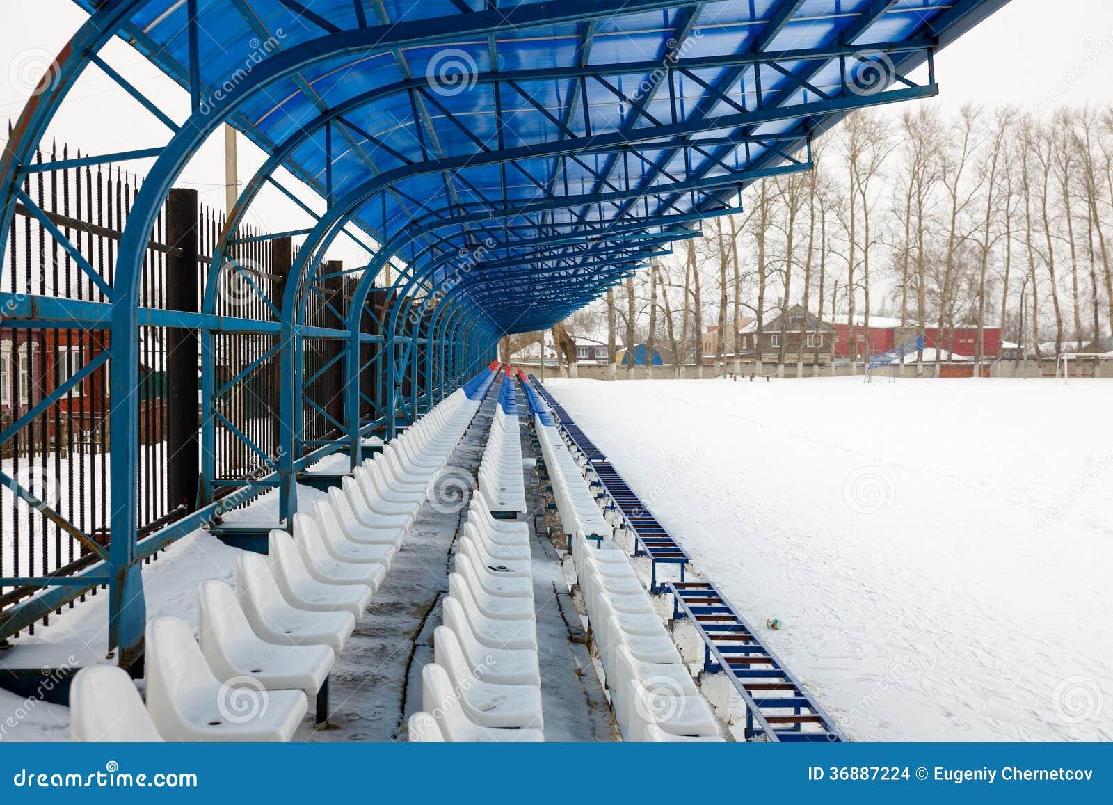 Download Seat Sui Supporti Nell'inverno Fotografia Stock - Immagine di sport, sede: 36887224