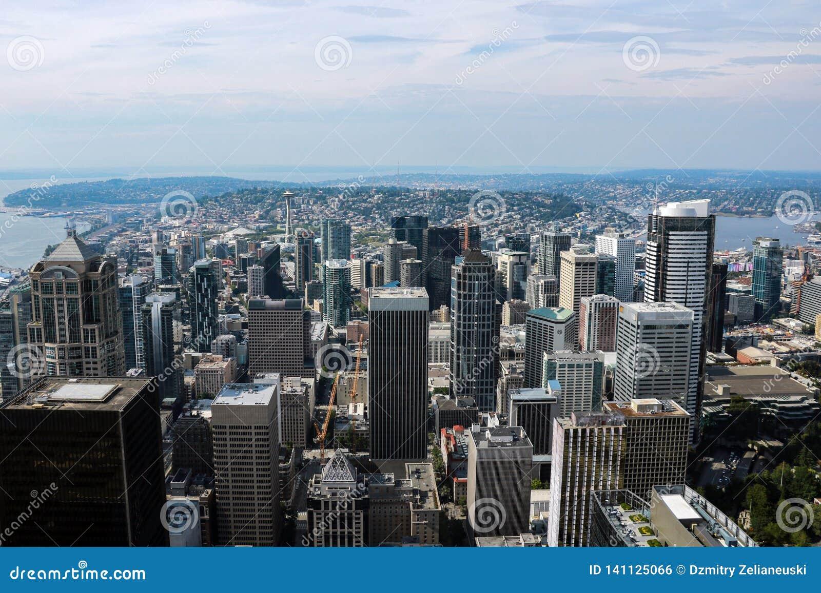 Seattle, EUA, o 31 de agosto de 2018: Vista panorâmica aérea da arquitetura da cidade de Seattle