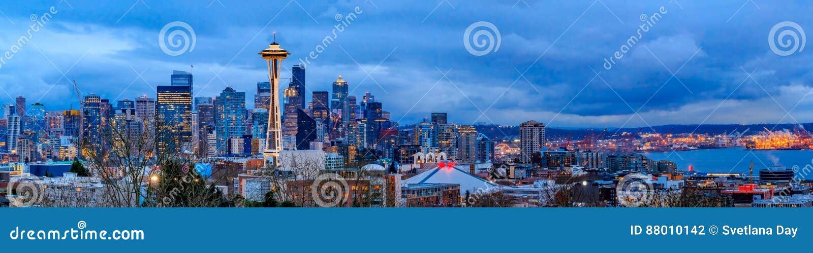 Seattle-Skylinepanorama bei Sonnenuntergang von Kerry Park in Seattle