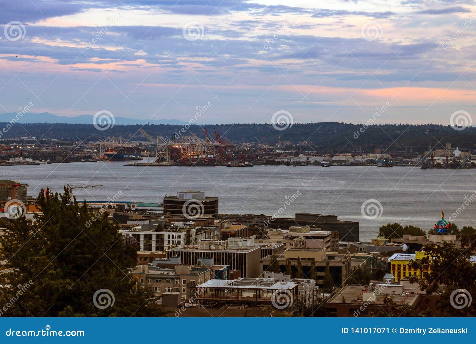 Seattle, USA, am 31. August 2018: Ansicht von Seattle und von Hafen von Kerry Park