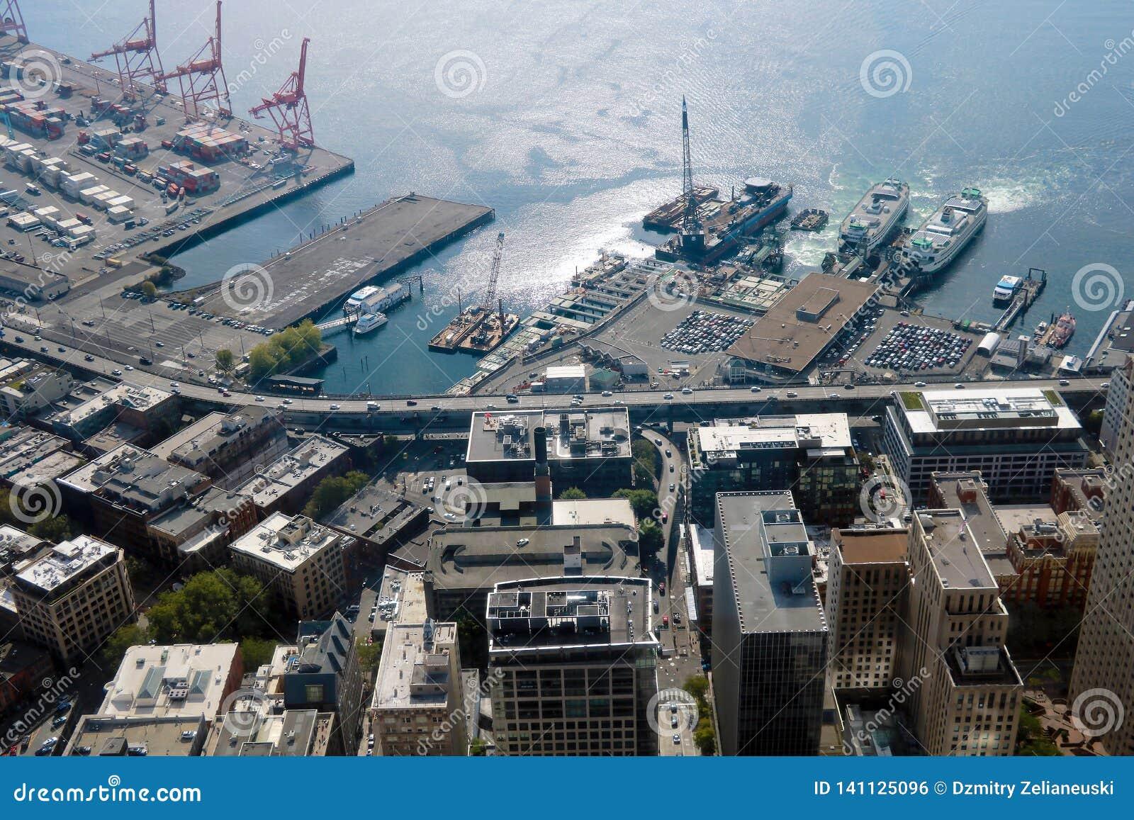 Seattle, USA, am 31. August 2018: Frachtkräne am Hafen von Seattle