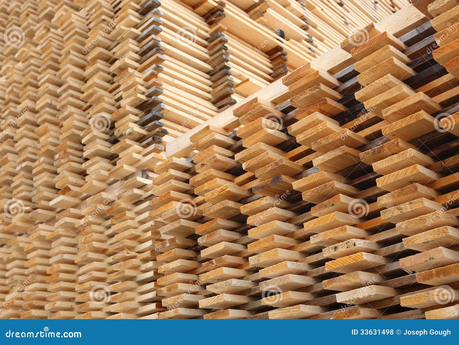 Secado de los tablones de la madera del pino fotos de - Maderas del pino ...