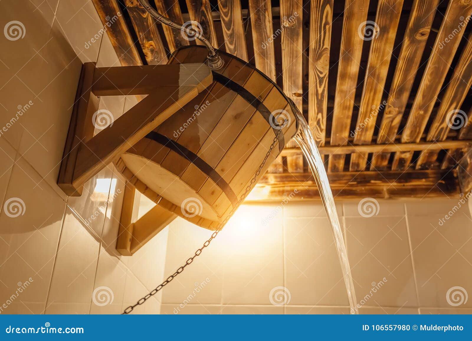 Secchio di legno per il bagno o la sauna russo l acqua fredda