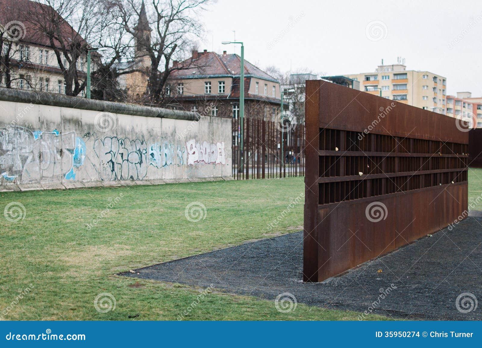 Sección de Berlin Wall y del monumento