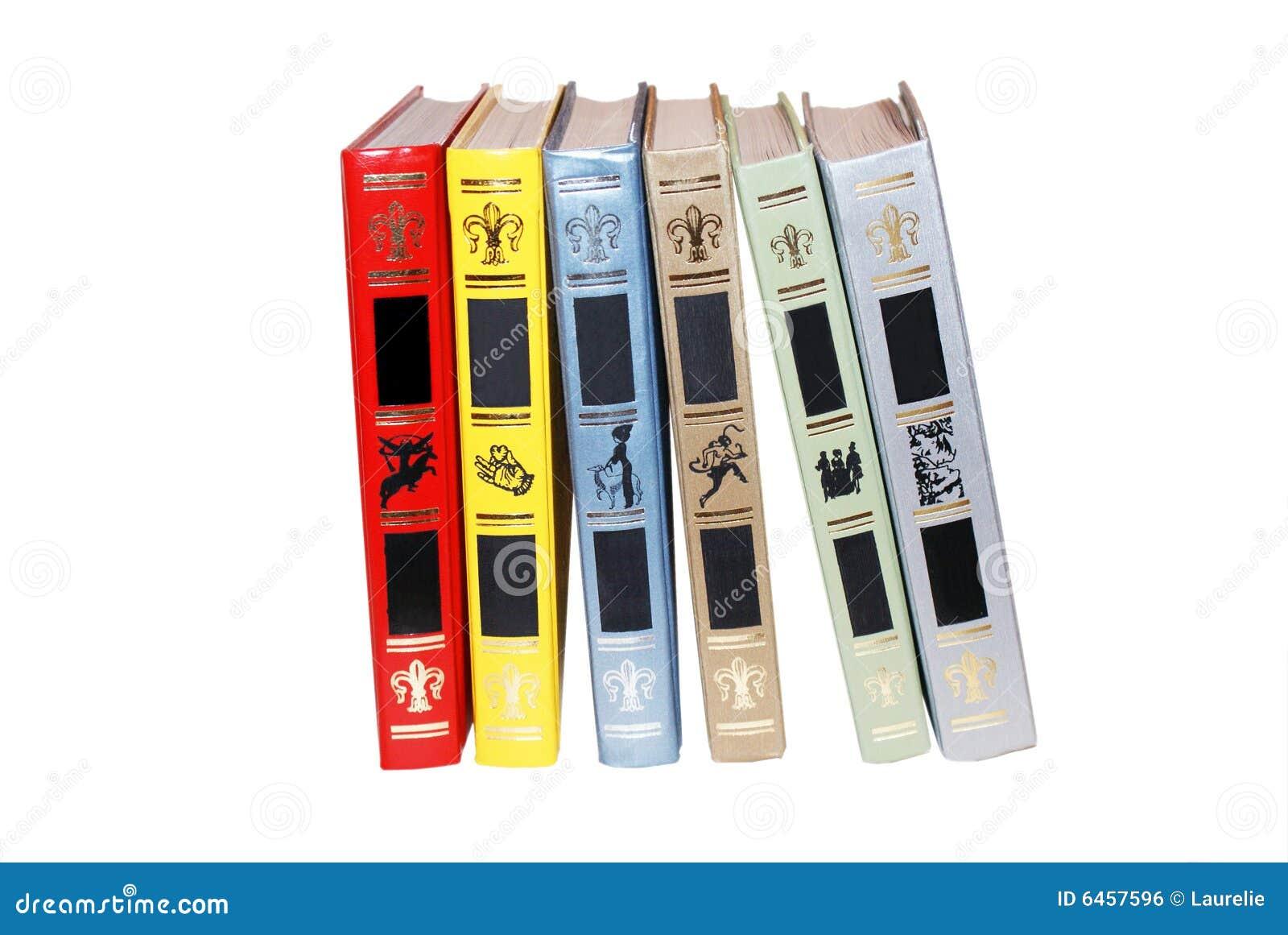 Sechs Bücher auf Weiß