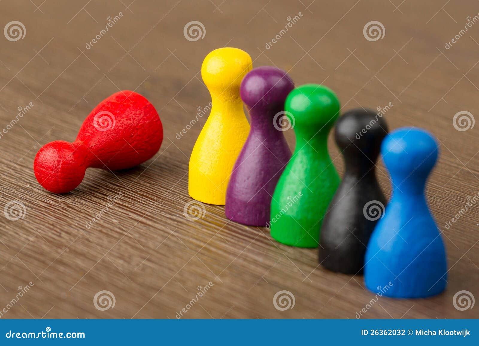 Sechs färbten Pfandgegenstände getrennt