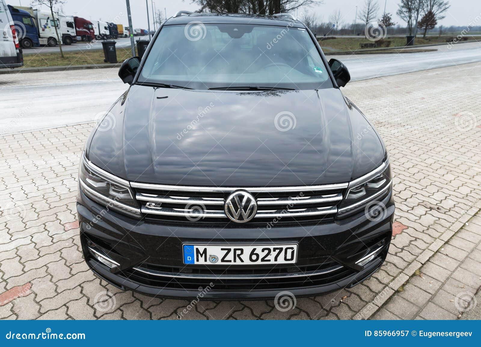The second generation Volkswagen Tiguan 2017 82