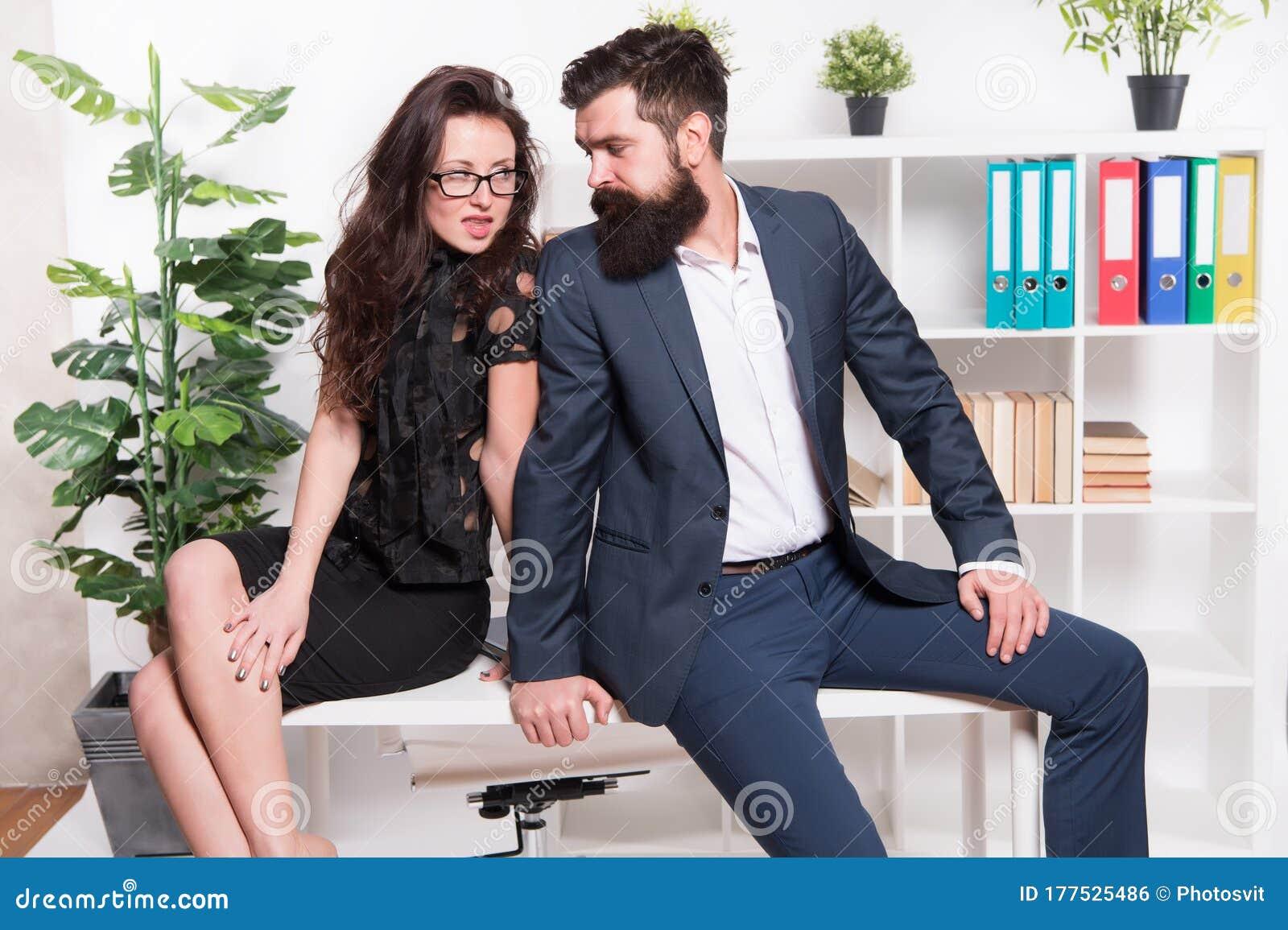 flirter avec une fille au travail)