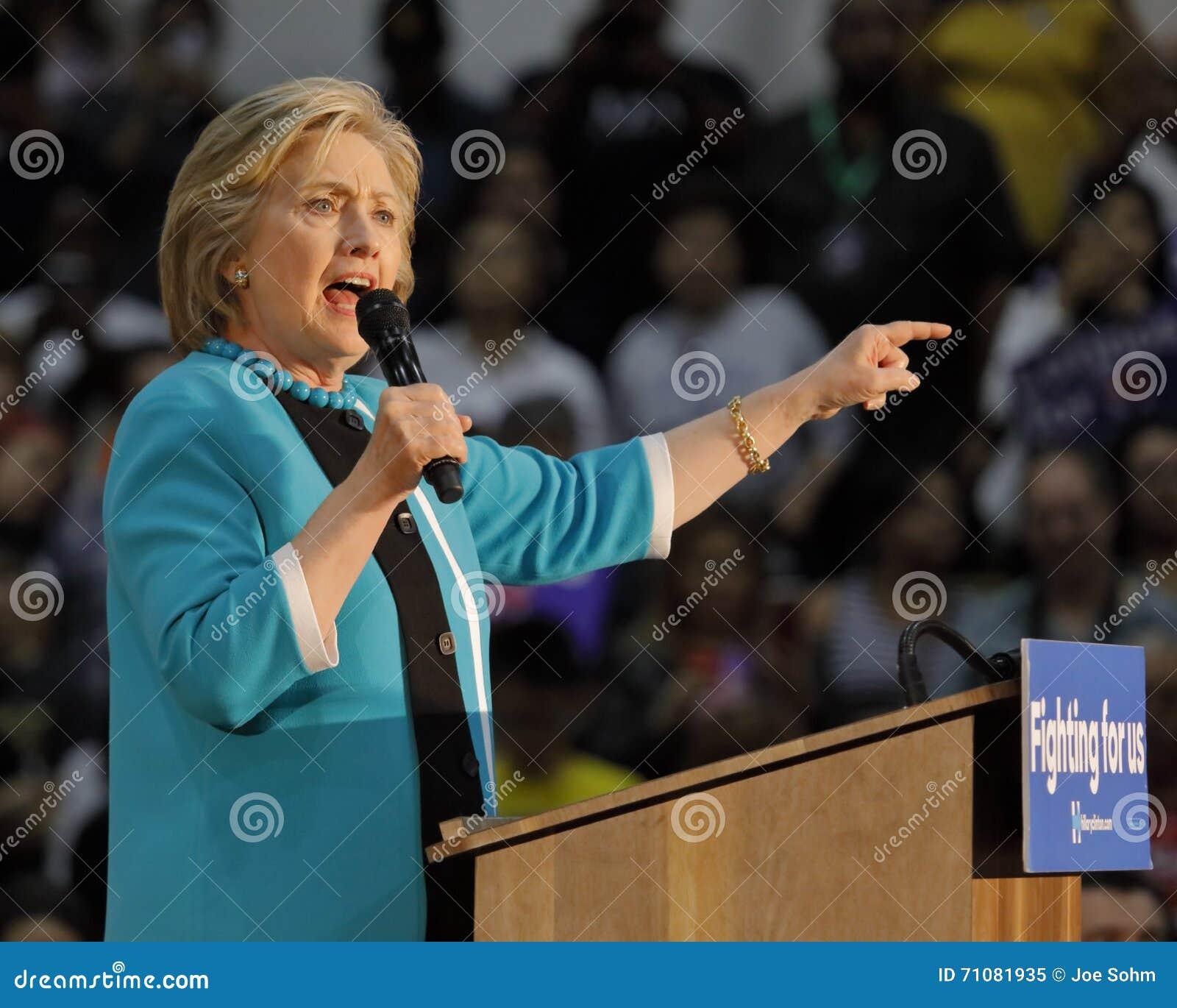 Secretaria anterior Hillary Clinton Campaigns para el presidente en la universidad del este Cinco de Mayo, 2016 de Los Ángeles