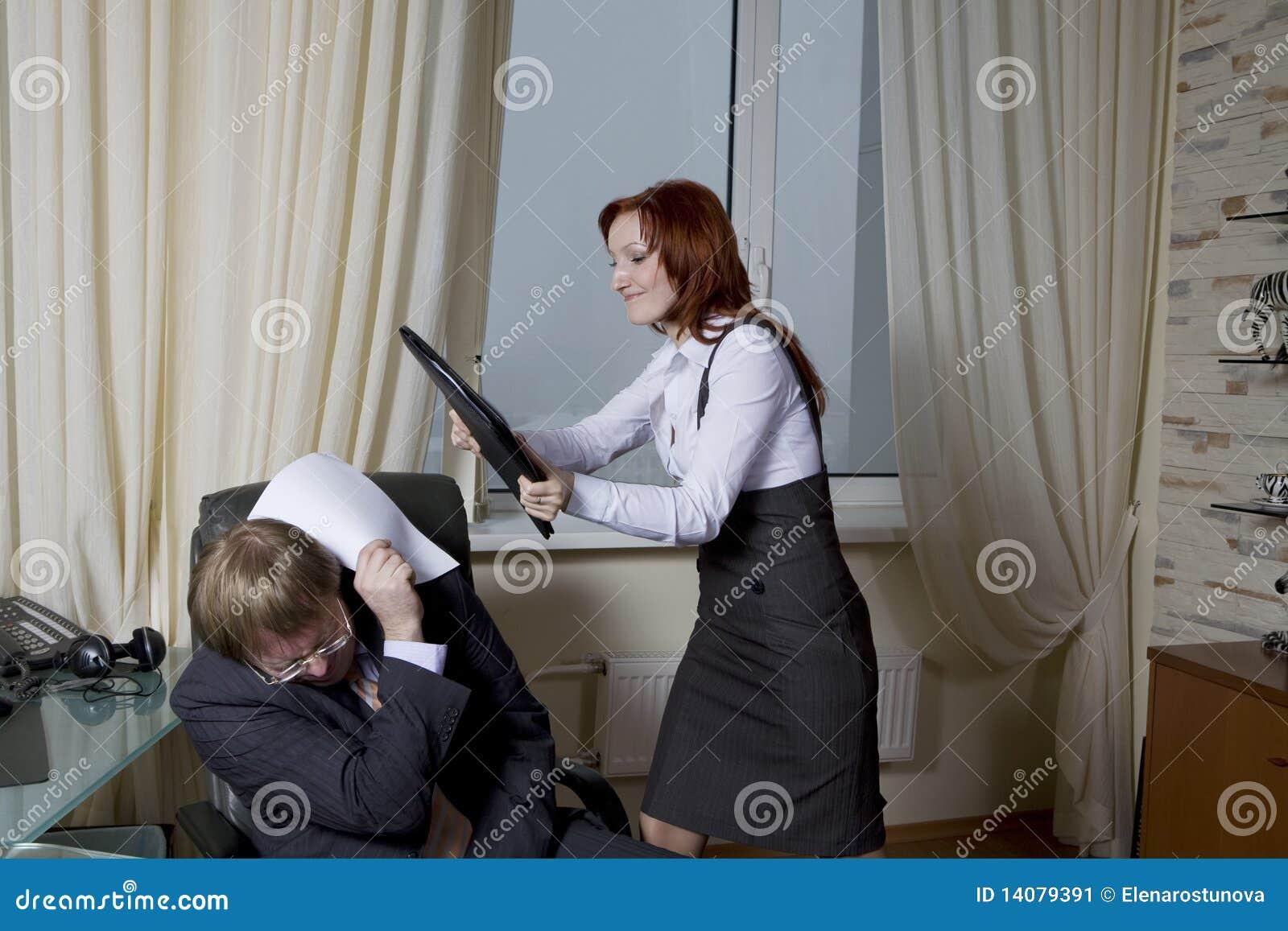Хозяйка и секретарша 2 фотография