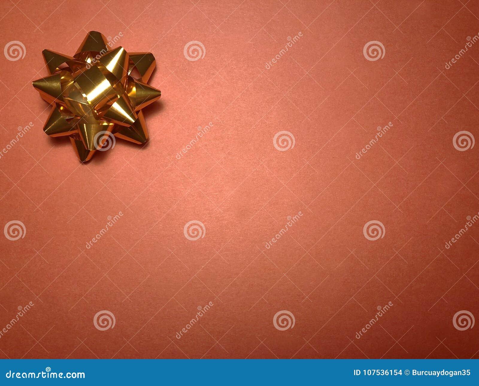 Secteur de message sans texte avec l ornement en tant que l étoile, le papier de note ou cadre lumineux orange sur le fond foncé