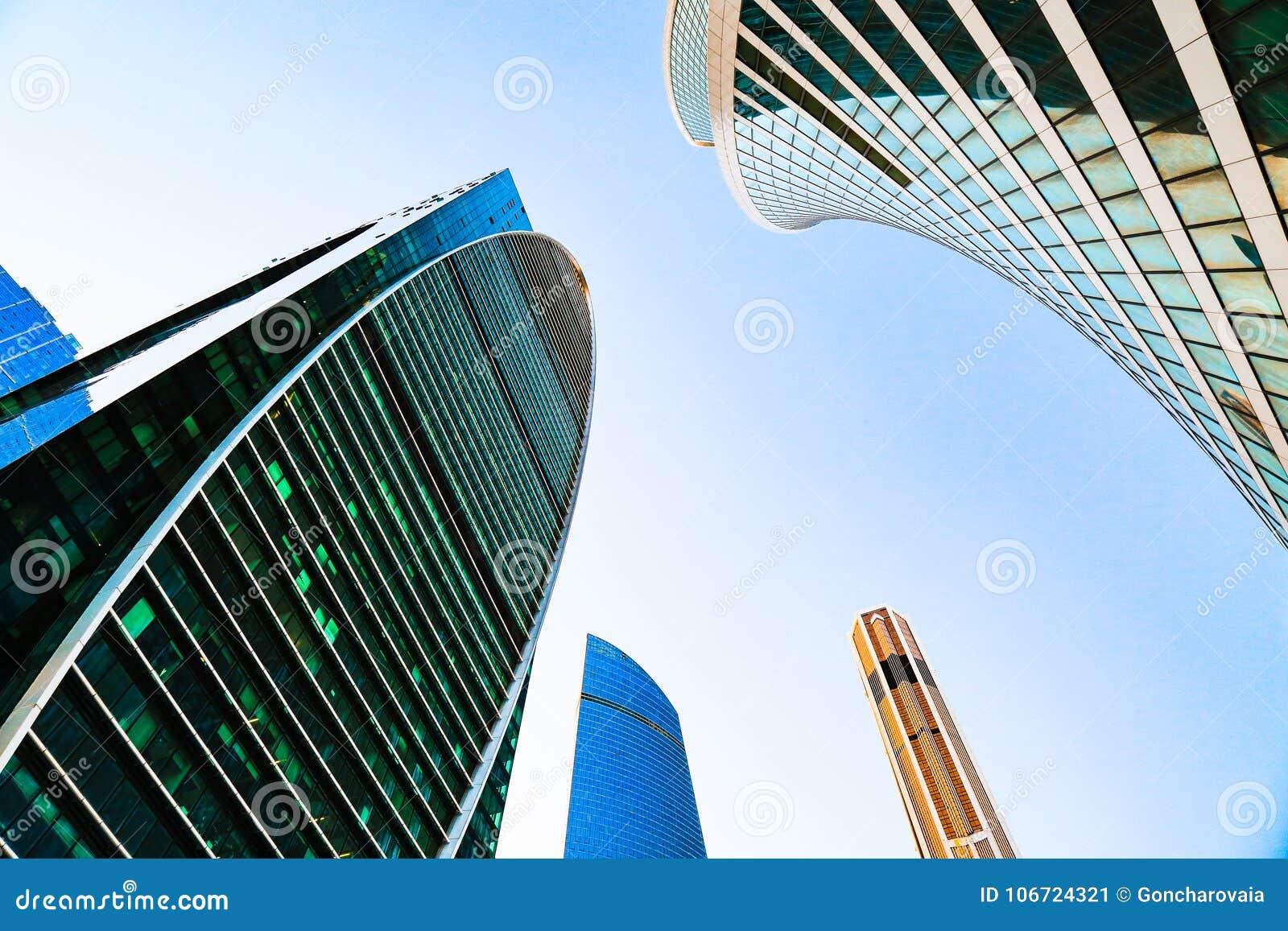 Secteur des centres d affaires Façade en verre de gratte-ciel Ville de Moscou, Russie Extérieur de rue Immeuble de bureaux modern