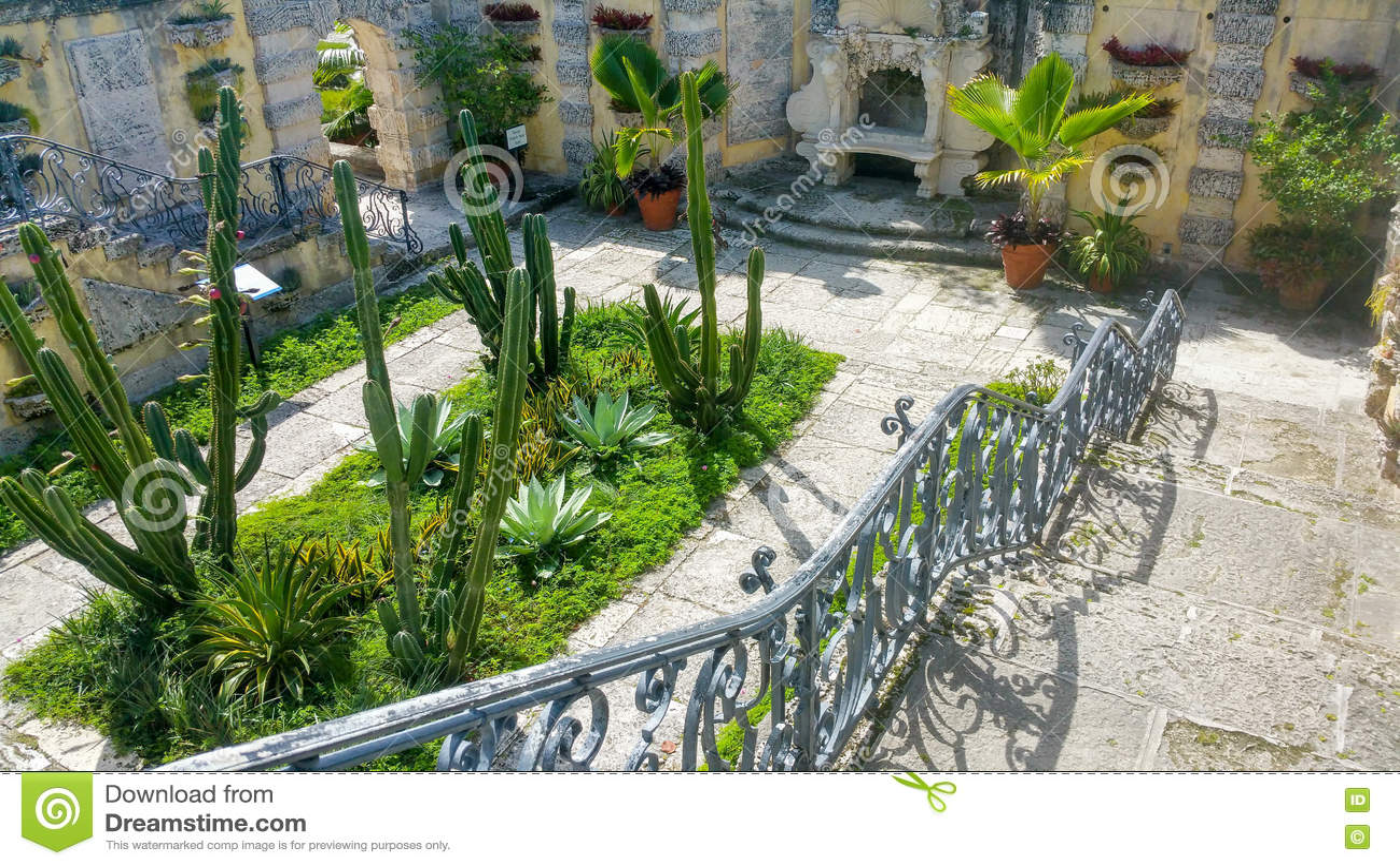 Section Of Garden At Vizcaya Stock Image - Image of beach, florida ...