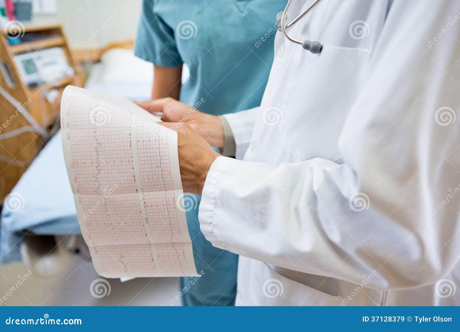 Section médiane de docteur And Nurse With foetale