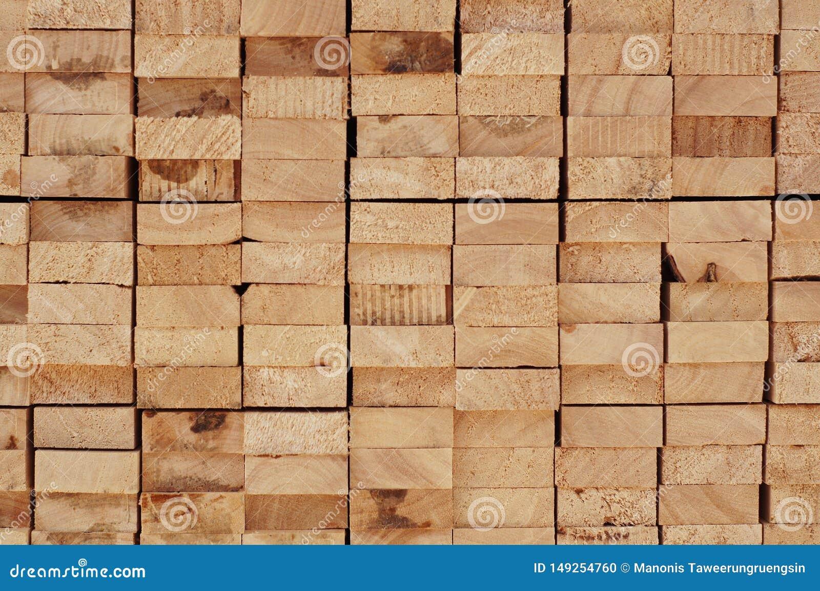 Section transversale de bois brun disposé de bois de construction pour des milieux