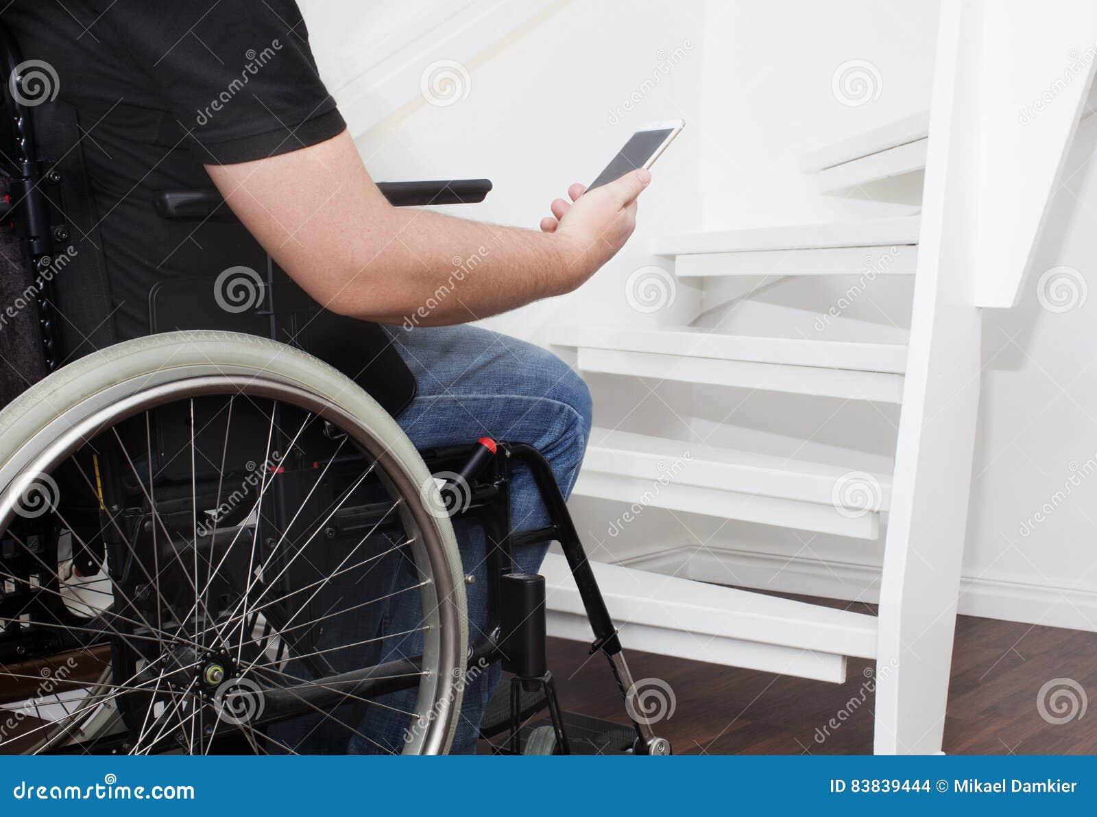 Sedia a rotelle e scale vuote fotografia stock immagine for Fisico sedia a rotelle